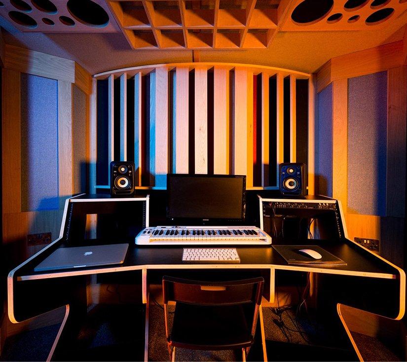 pirate studios 825 x 734